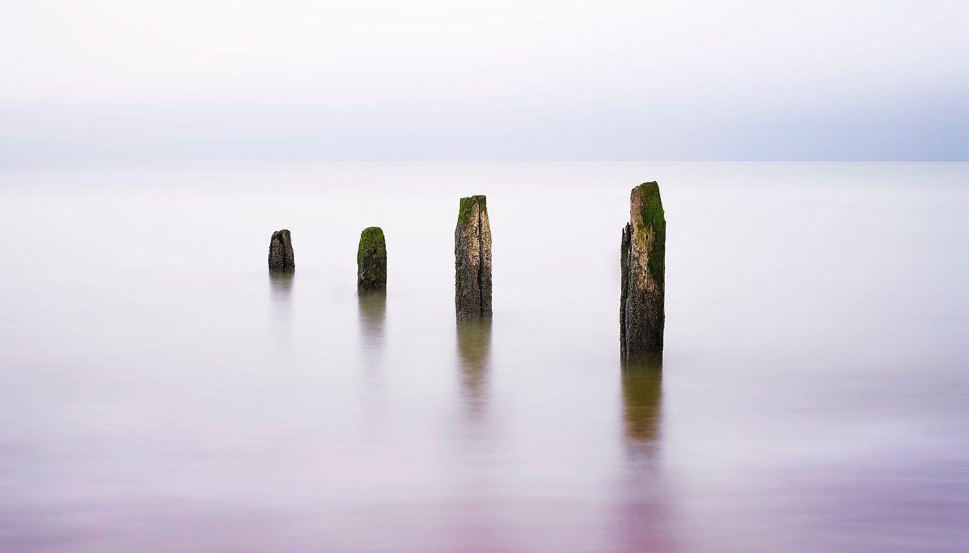 rocas en mar serena